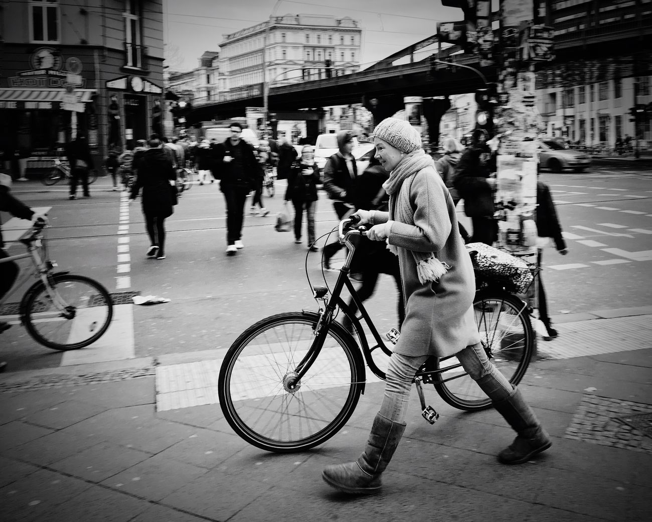 in a hurry Streetphotography Streetphoto_bw Street Blackandwhite Black & White