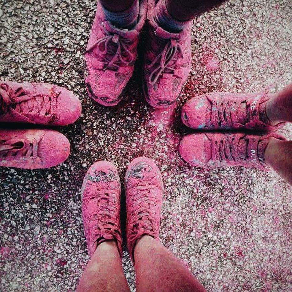 Lúc rảnh thì muốn có việc để làm, lúc có việc để làm lại thấy lười 😔😔😔 Shoes Hotpink Tb Vscocam Instadaily Running