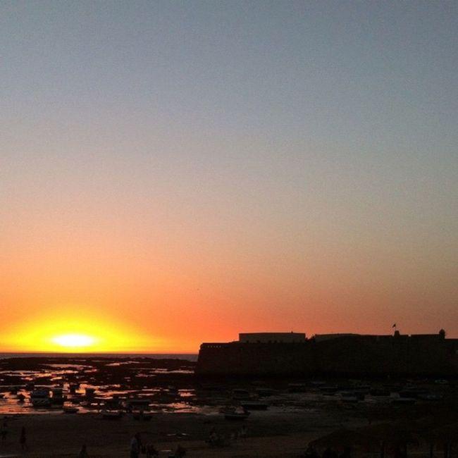 Puesta de sol en la #caleta #cádiz Skystyles_gf Asiesandalucia Igerandalucia Igerasiesandalucia Igerscadiz Landscapestyles_gf Pixoftheday Gf_daily_sunsetonwater_011 Andalucía Cadiz FotoDelDia Gf_spain Caleta Iphone4 Instagood Statigram
