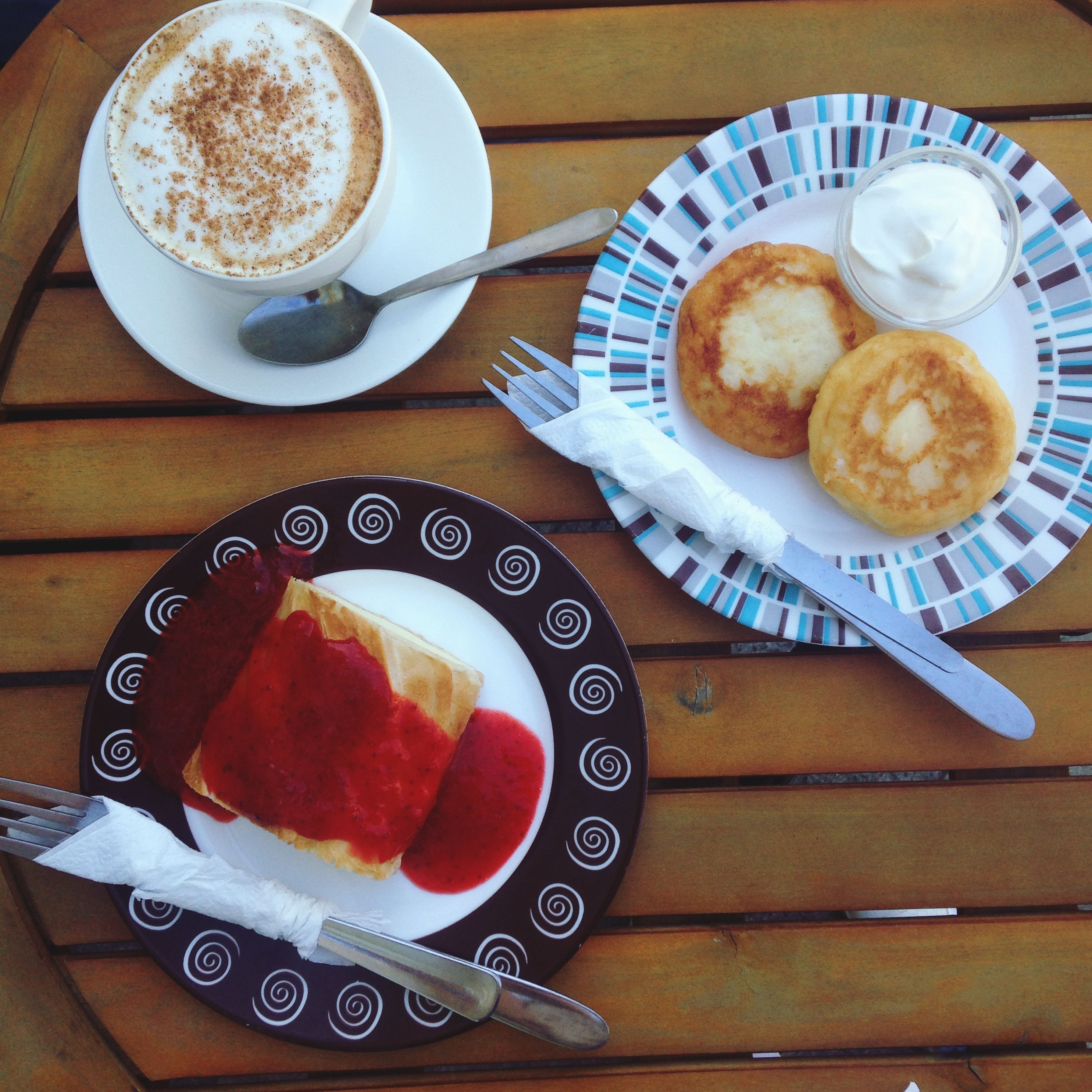 food and drink, freshness, drink, coffee cup, indoors, table, food, coffee - drink, refreshment, still life, breakfast, plate, ready-to-eat, saucer, sweet food, high angle view, bread, coffee, frothy drink, healthy eating