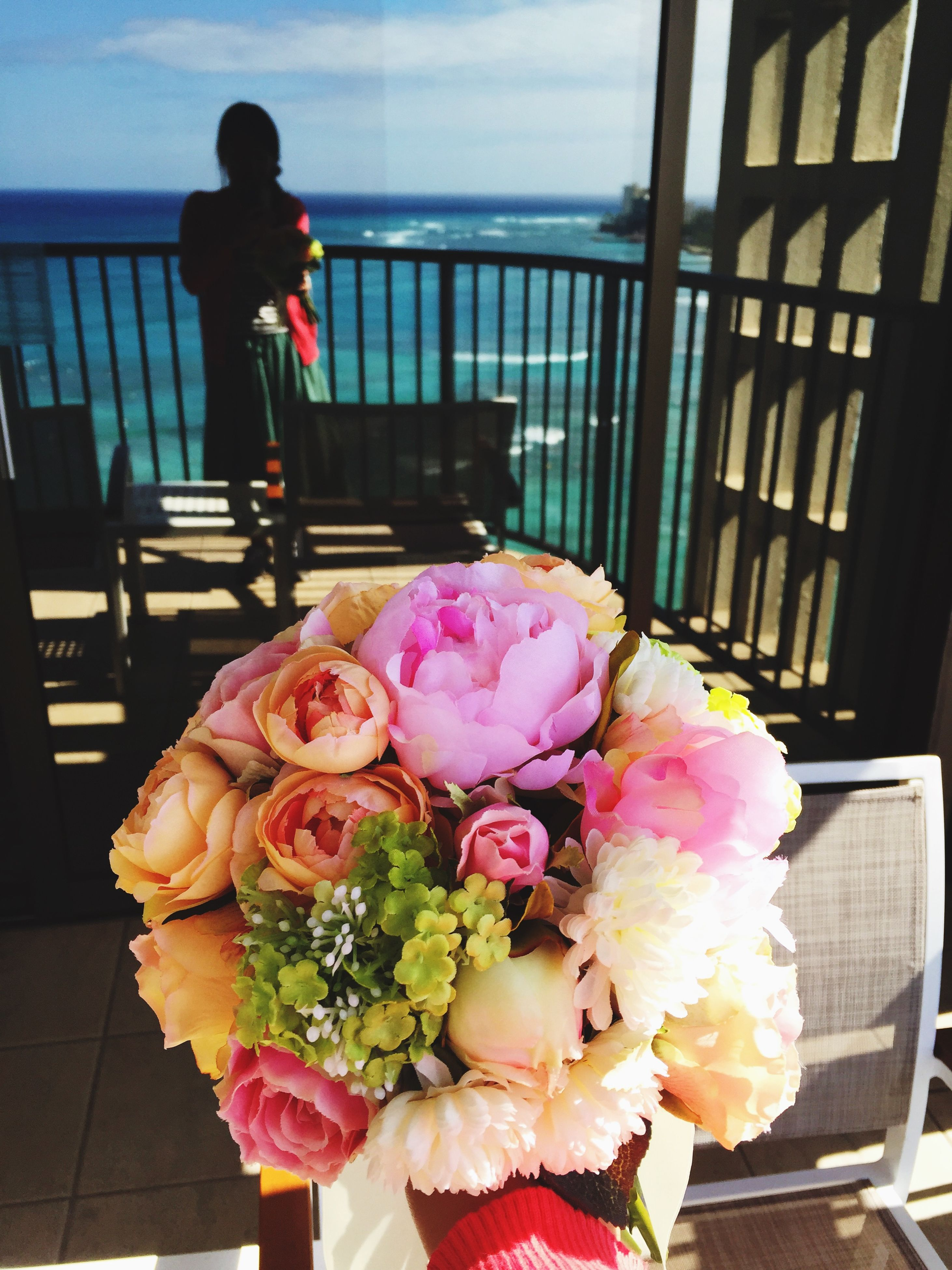 flower, freshness, rose - flower, pink color, fragility, petal, bouquet, flower head, indoors, day, incidental people, rose, holding, lifestyles, close-up, nature, focus on foreground