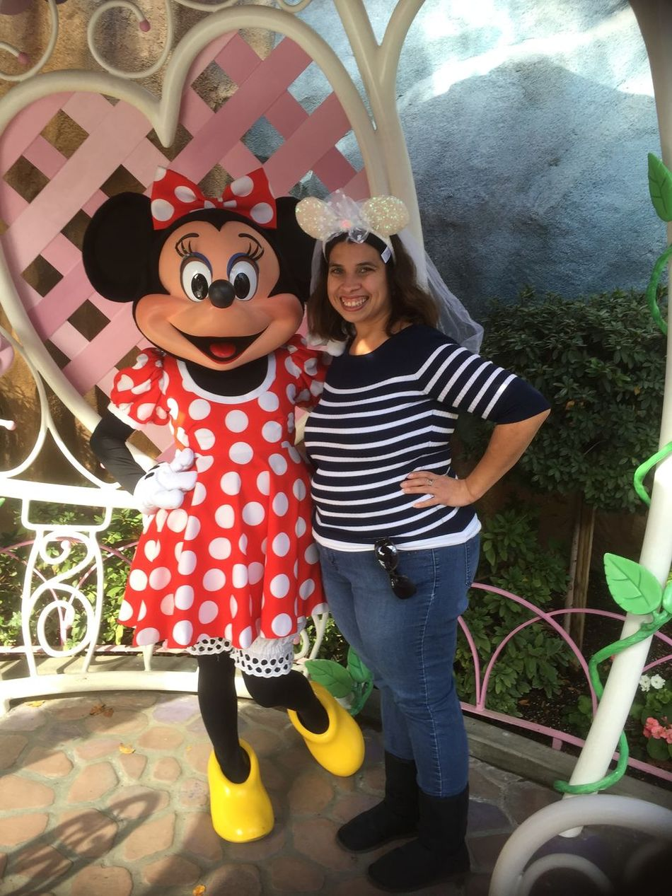 Posing with Minnie Mouse!!!