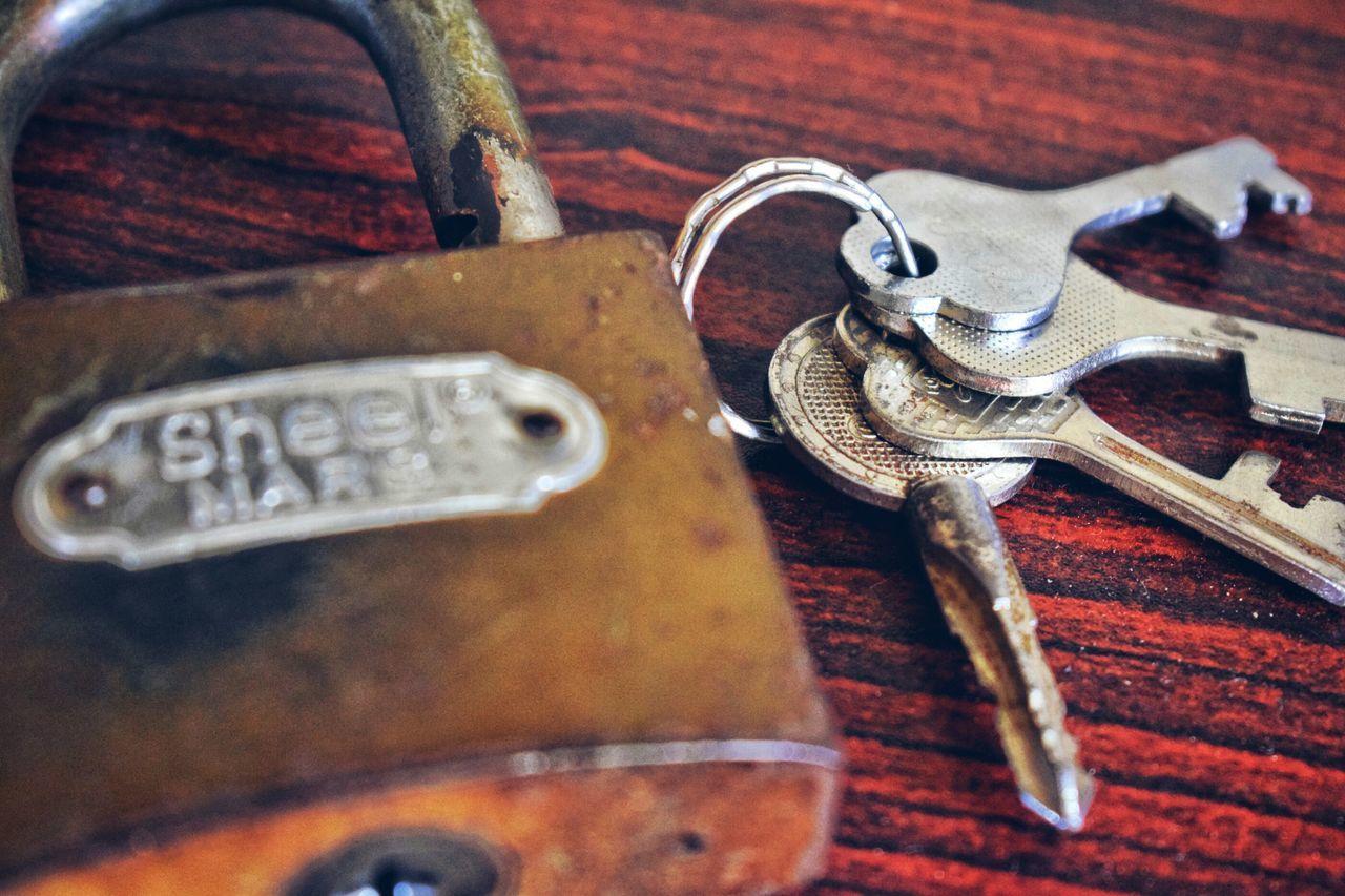 Table Indoors  Textile Close-up No People Key Ring Day Key Keys Lock Tables Amazing Keys Photography