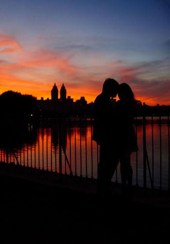 Sunset Romance Romantic Sweet Dusk New York City NYC Manhattan Central Park Jackie Onasis Reservoir Love Couple Silhouette Red Gold
