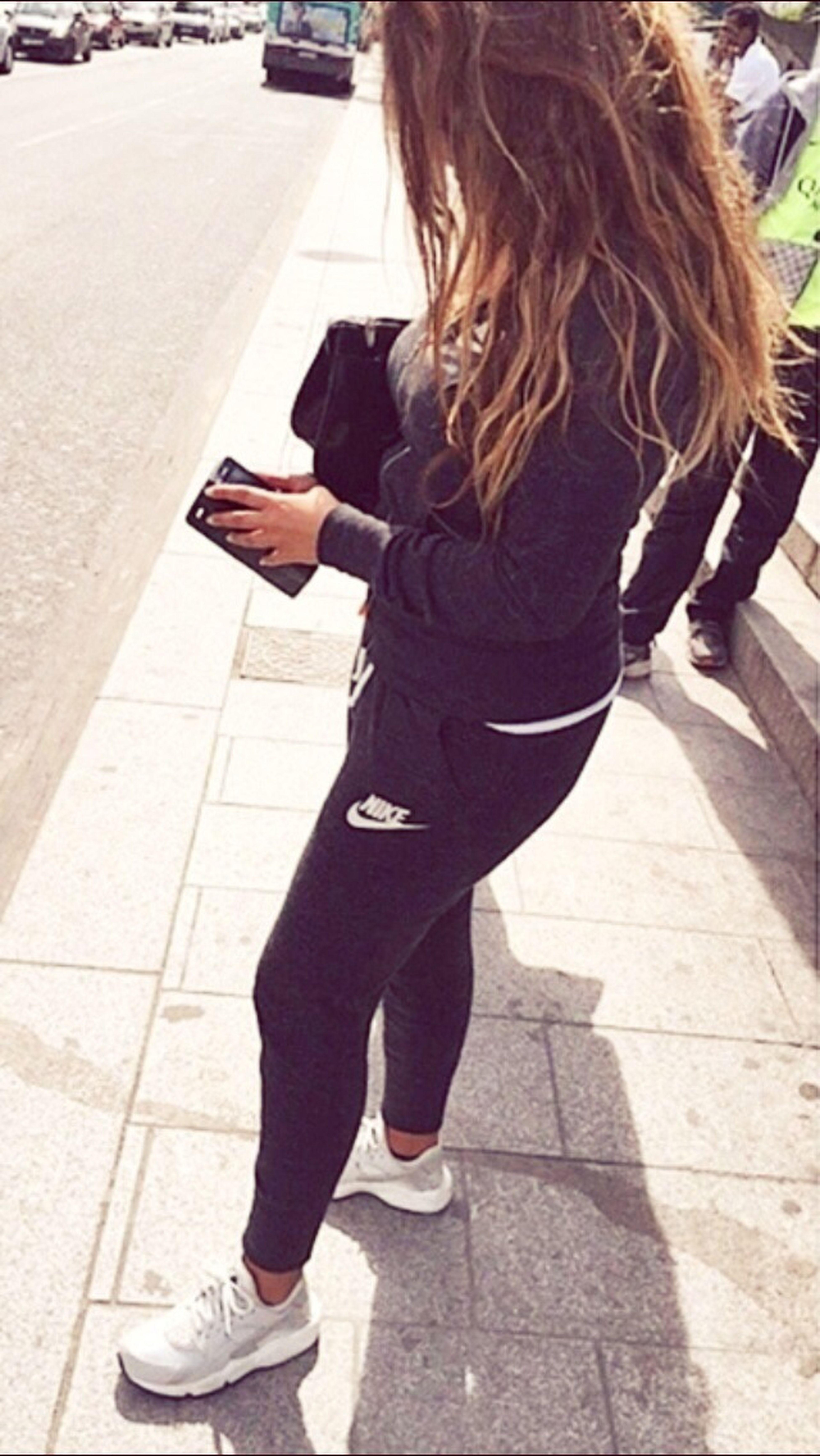 C'est qu'un rêve Jsuis dans mon lit Fashion Streetphotography Nike That's Me Girl Beautiful Day Sun Enjoying Life EyeEm Best Shots