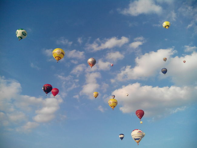 Flying Mid-air Cloud - Sky Hot Air Balloon Low Angle View Ballooning Festival Backgrounds Day Outdoors Sky No People Multi Colored Scenics Germany Blue Sky Warsteiner Montgolfiade 2016 Montgolfiade Beauty Sports Race