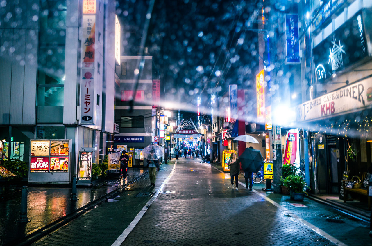 From My Umbrella ◀️☔️🚶‍♀️🚶🌃🇯🇵 Showing Imperfection Bokeh Abstract From My Point Of View Cityscape Urban Lifestyle EyeEm Gallery Fresh On Eyeem  Japan Night Lights Rainy Days Architecture Building Exterior City Enjoying Life Illuminated Large Group Of People Neon Night Outdoors People Real People Store Walking EyeEm Selects