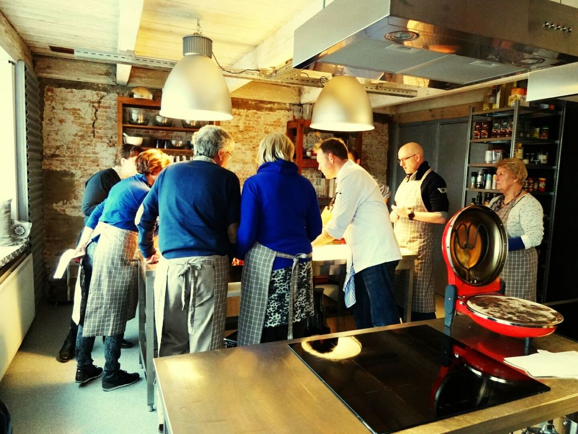 People Watching People Photography People Listening while they get Instructions from the Master Chef during an Italian Cooking Class Cooking Class Alphen Aan Den Rijn (c) 2016 Shangita Bose All Rights Reserved The Photojournalist - 2016 EyeEm Awards The Portraitist - 2016 EyeEm Awards The Mix Up ShareTheMeal