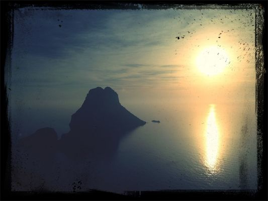 Hanging out at esvedra by Ismael Tetu