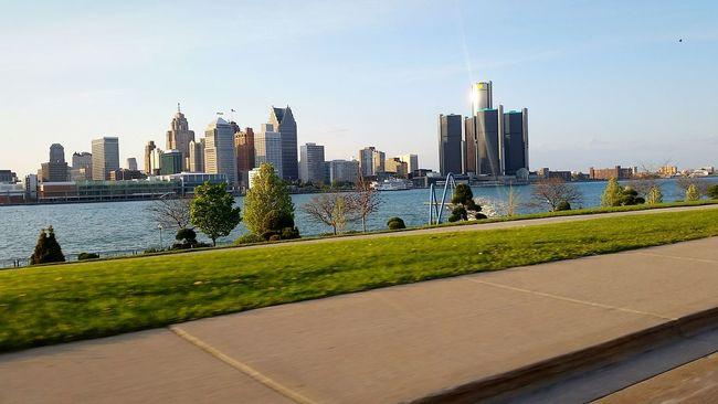 Detroit River Driving Shots
