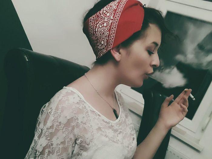Smoke Smoking ReDBandana BrownHair Browny Hanging Out Girl German Bandana Tagsforlikes