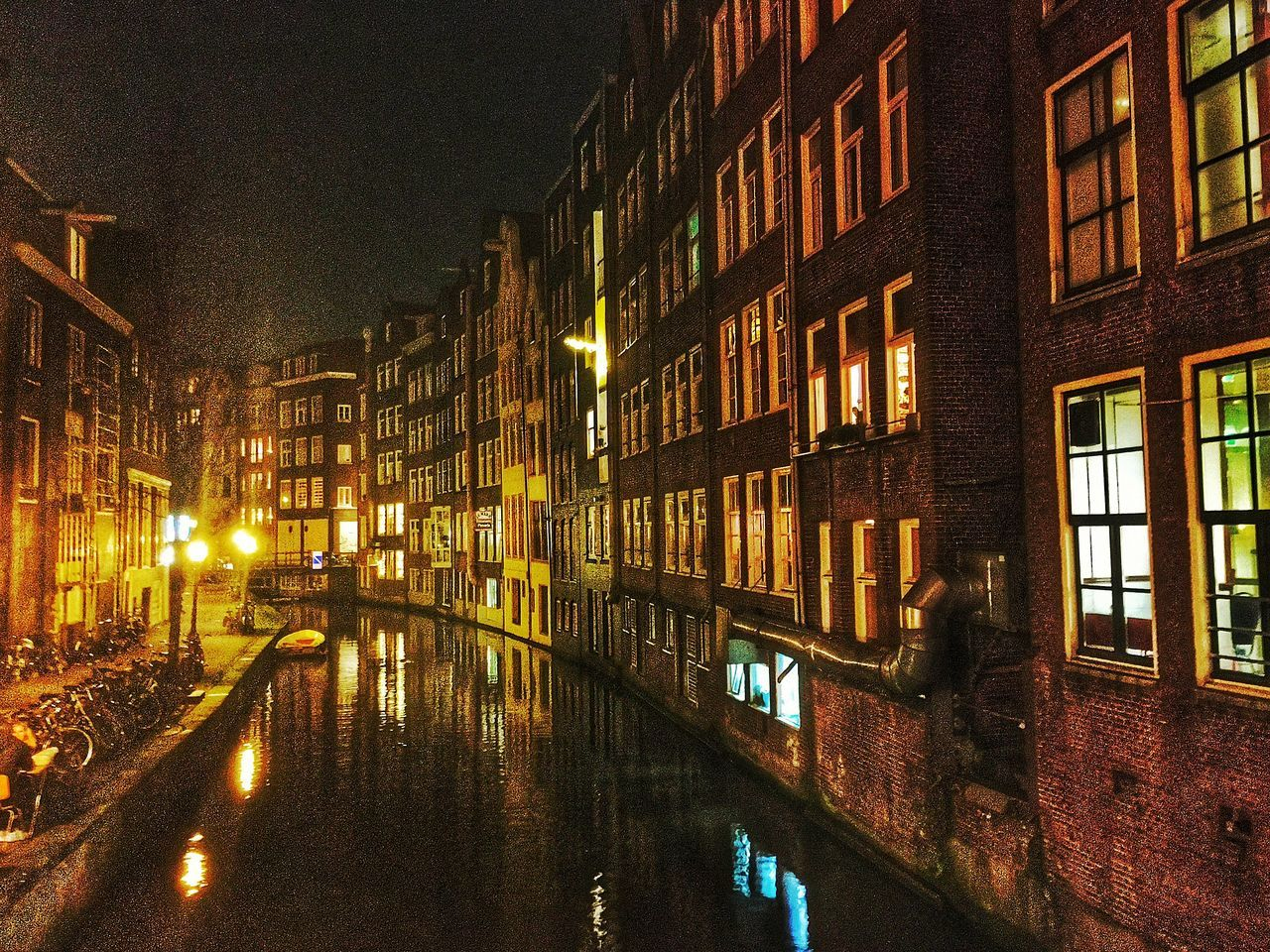 Amsterdam Amsterdamcity Architecture Beautiful Building Exterior Canal City City City Life Citylife Gracht Grachten Grachtentour Holland Iamamsterdam Illuminated Netherlands Niederlande Night Nightshot Street Light
