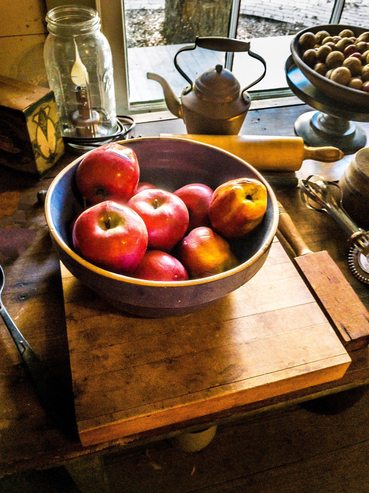 Still Life Apples Kitchen Old Fashioned Old Vintage Style Cozy Fruit Table Food And Drink Indoors  Healthy Eating Food Apple - Fruit Domestic Kitchen Bowl No People Freshness Cutting Board Home Interior Domestic Room Day Close-up