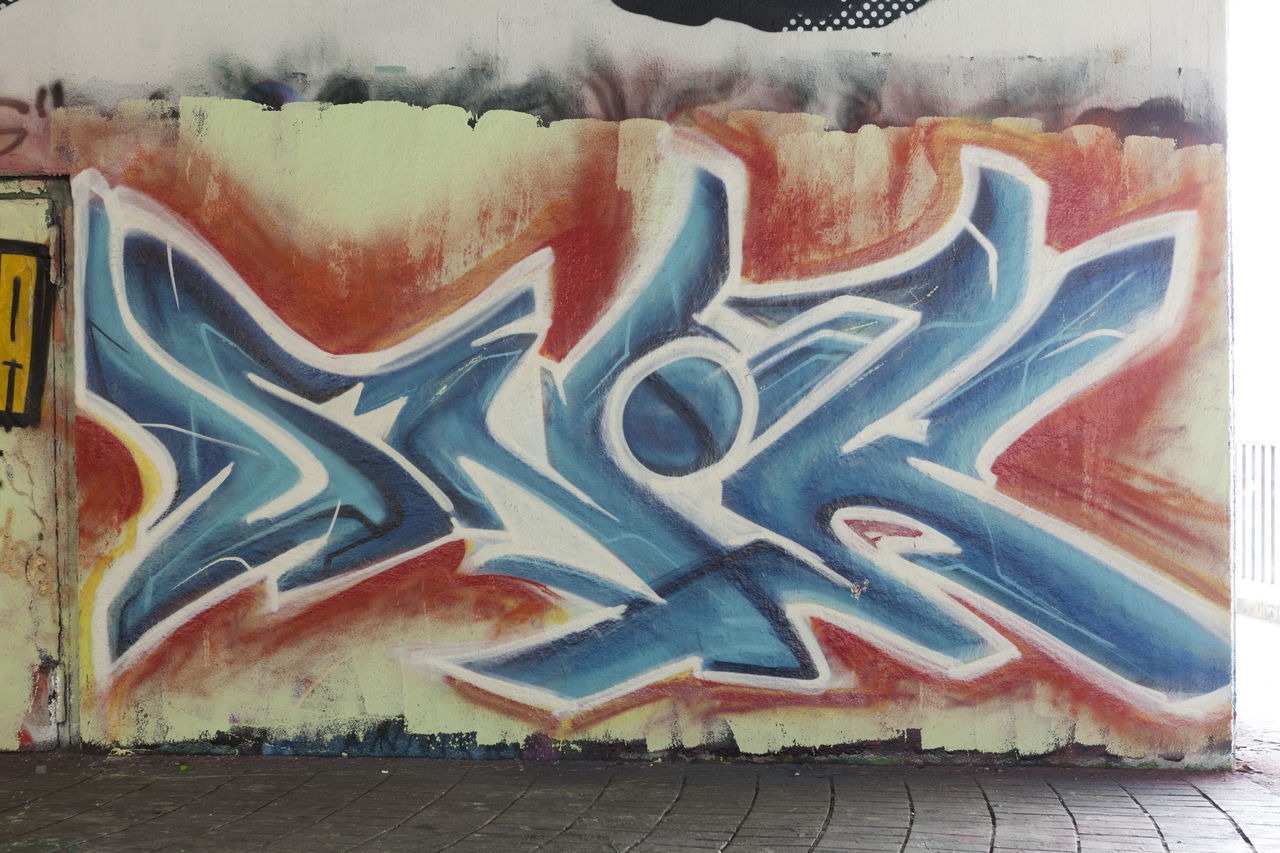 graffiti, built structure, no people, day, multi colored, outdoors