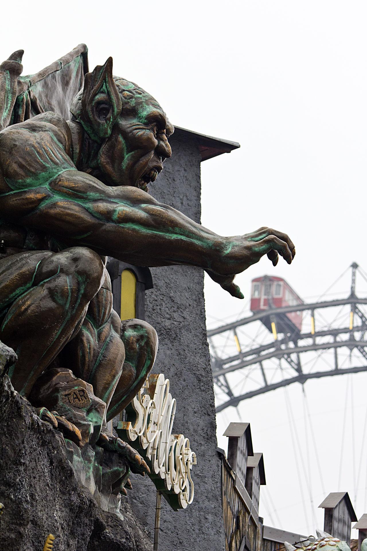 Das Monster greift sich einen Zirkuswaggon im Prater/Wien. Amusement Parks Ausflugsziel Bestoftheday Brutal EyeEm Best Shots Geisterbahn Ghost Train Horror Monster Prater Prater/Vienna Praterstern Riesenrad Tourism Vergnügungspark Vienna Waggon Wien Hidden Gems