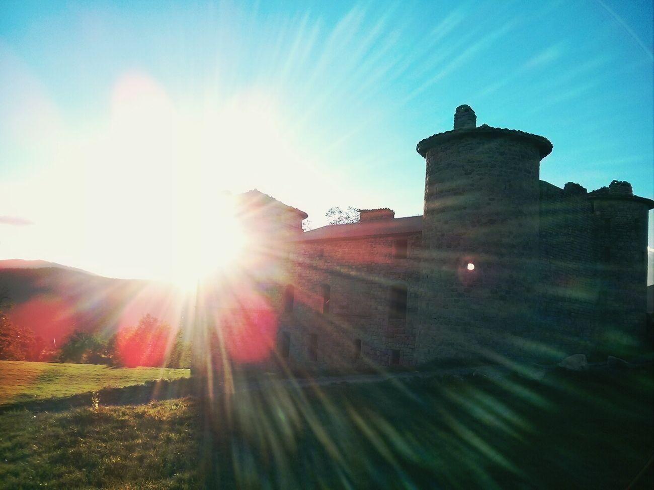 Le château de craux est envahi par une lumière divine