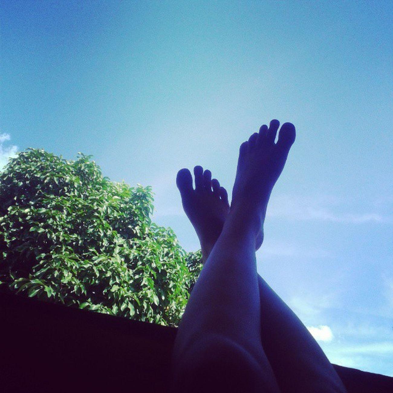 """"""" Hoje o céu abriu e o sol apareceu. O tempo até parou quando você chegou..."""" Dialindo CeuAzul Boatarde Piscina Sombraeaguafresca ComIrmãoPrima Amomuitotudoisso"""