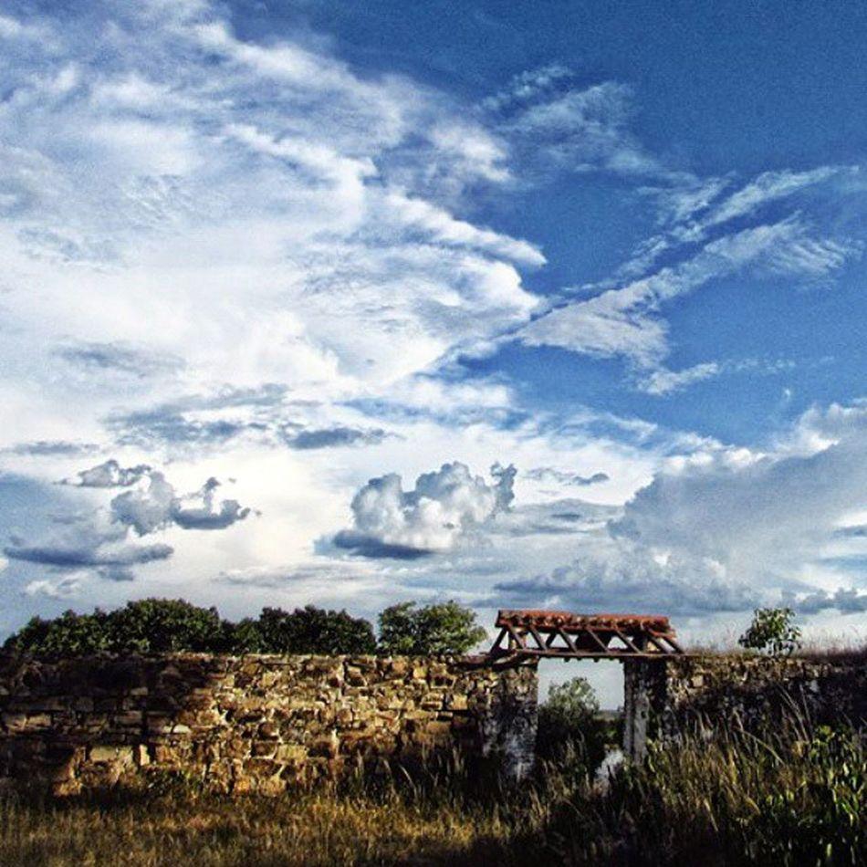 Fuerte de Borbón (actualmente Fuerte Olimpo - Py) Fuerteolimpo Pantanalparaguayo Paraguay History Borbon Chaco Chacoparaguayo Great_captures_paraguay Bluesky Clouds Cotton Cielo Nubesdealgodon Nubes Cielochaqueño Naturaleza Paisaje Landscape
