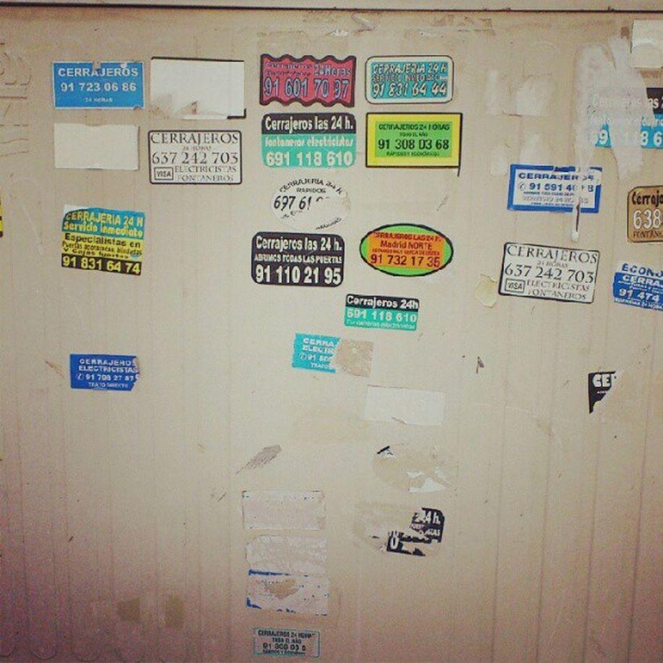 He perdido mis llaves, alguien sabe el número de algún cerrajero? #ironía #stickers #culturaurbana Culturaurbana Ironía Stickers