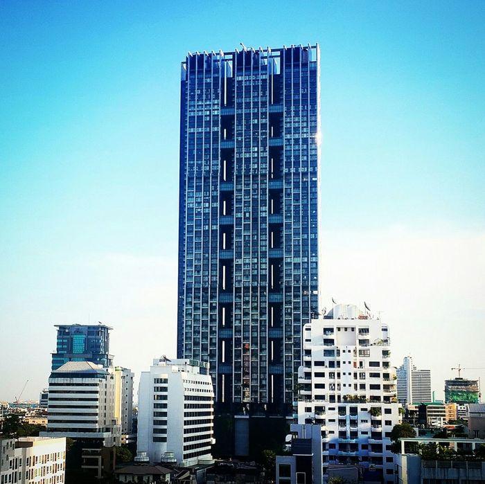 Samsung Galaxy S4 Tower Building Walking Around