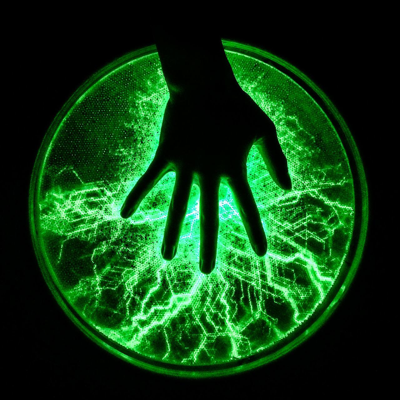 Carolinen Circle Close-up Dark Electricity  Green Color Hand Illuminated Phänomania Plasma Plasma Lamp