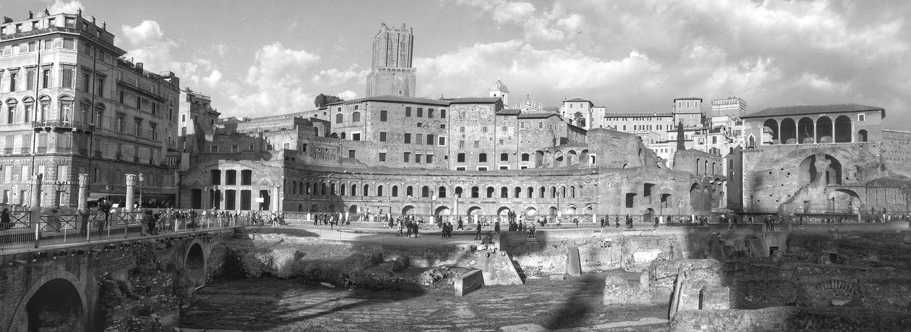 Foro di Traiano,Roma Monochrome Rome Wideangle Architecture Panorama Blackandwhite Cityscapes Tourist Ancientrome Forum Archeology Italy Forotraiano