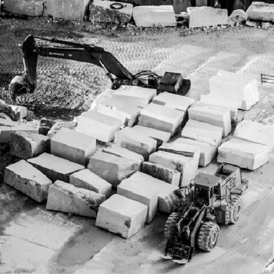 Marmo Marble Cava Ruspa estrazione blocco blocchi pietra stone massa apuane alpiapuane