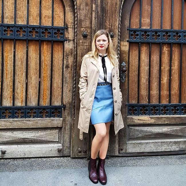 I love my trenchcoat. Do you have one as well and if yes, how do you style it? Please let me know and leave a comment below!! 👍 skirt and shoes @zara blouse H&M. Trenchcoat: private. Blog Ootd Skirt Fashion Thisseason Rosa Follow Chic Instyle Happy Blogger Skirt And Boots
