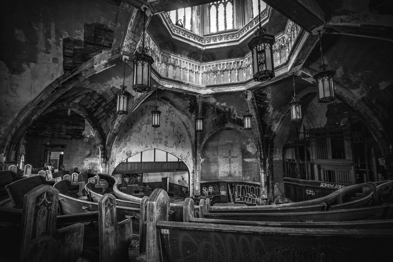 Curvy 🙏🏻⛪️ Architecture Built Structure History Building Exterior Religion No People Day Outdoors Blackandwhite Black And White Blackandwhite Photography Black & White Black And White Photography Black&white Blackandwhitephotography Church