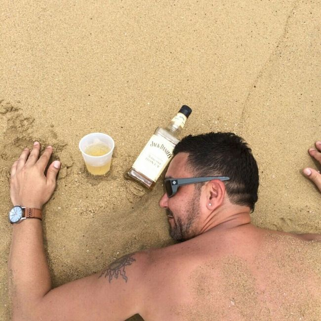 That's Me Jack Daniels La Vida En La Playa Hahahaha 😂😂😂😂😂 Original Photo Disfrutando De La Vida Enjoy Life Latino