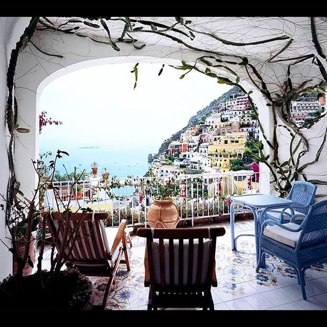 Monday 's are for dreaming right? @lesirenuse Luxury Boutique Hotel Amalficoast Positano Italy Escape Romantic Patiodreaming Dream Vacation Travel Relaxation Tablefortwo Viewsfordays