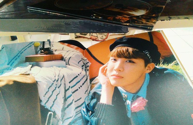 [The last day of school, I was also lucky to still have the lovely little things help me not fall. Thank you.]----------- Những ngày cuối cùng của khoảng đời học sinh, chỉ cần những điều nhỏ bé cũng có thể làm tôi rung động... ít ra còn có cái để nhớ cho những ngày đã cũ... My Friend ❤ Fighting💪 Chaiyo💪 화이팅💪 Be Strong Girl I Love Peace Bangtan Boys BTS Under The Desk .. In The Class Last Day Of School J-hope❤ J-hope Bts Album Young Forever