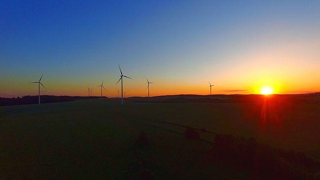 43 Golden Moments Sunset Wind Turbine Golden Hour Solar Wind Energy