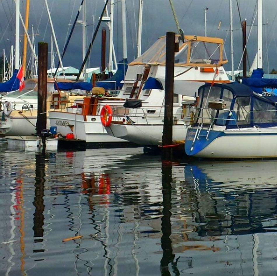 Boats in the harbor. ........ Getting Creative Boats And Moorings Watching Boats Boats Boats Boats Colors Water Water Reflections Waterscape Sailboat Photographer Check This Out Seascape