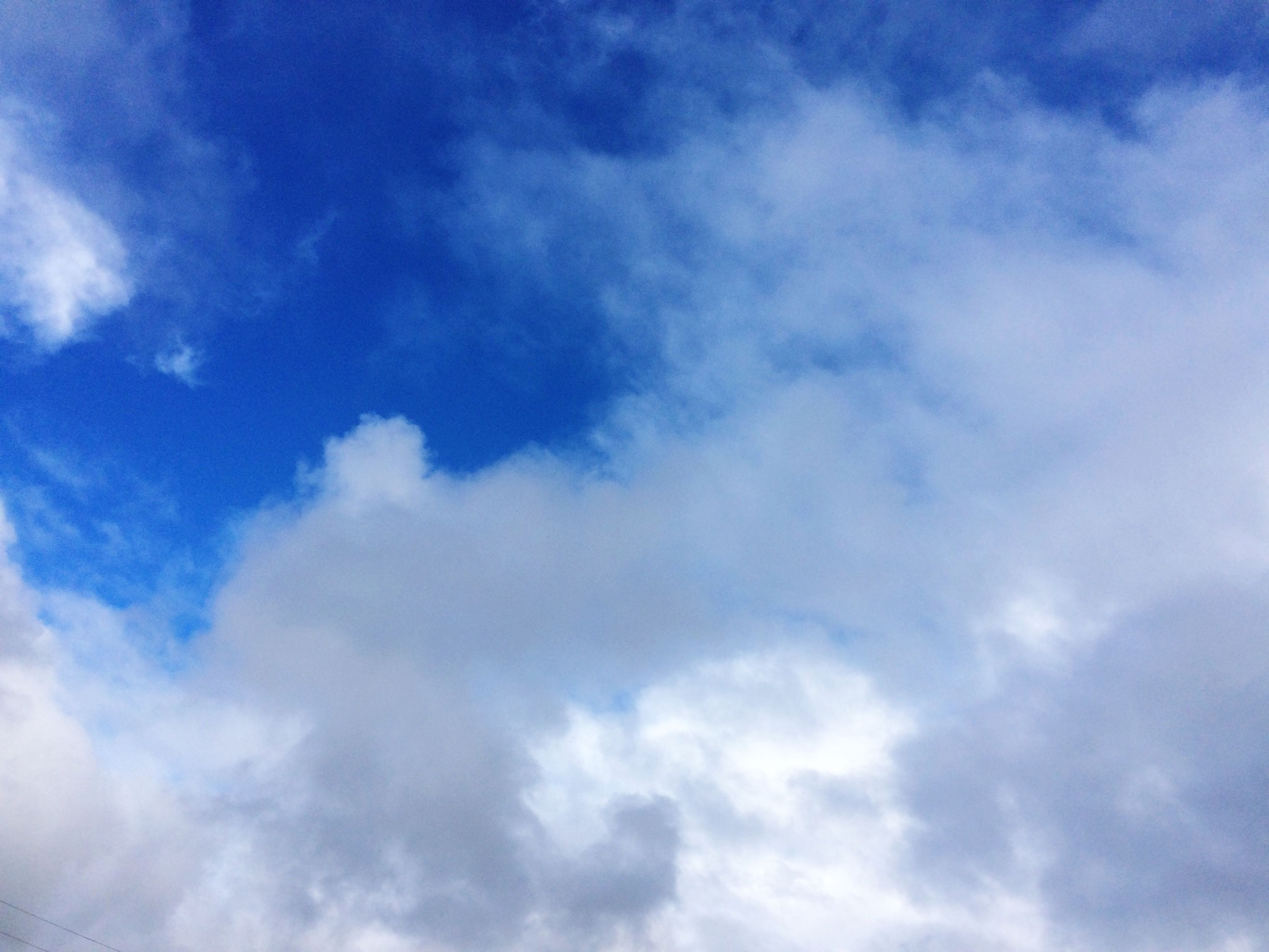 sky, low angle view, cloud - sky, sky only, blue, beauty in nature, tranquility, scenics, nature, cloudy, cloudscape, backgrounds, tranquil scene, cloud, white color, full frame, idyllic, day, outdoors, no people