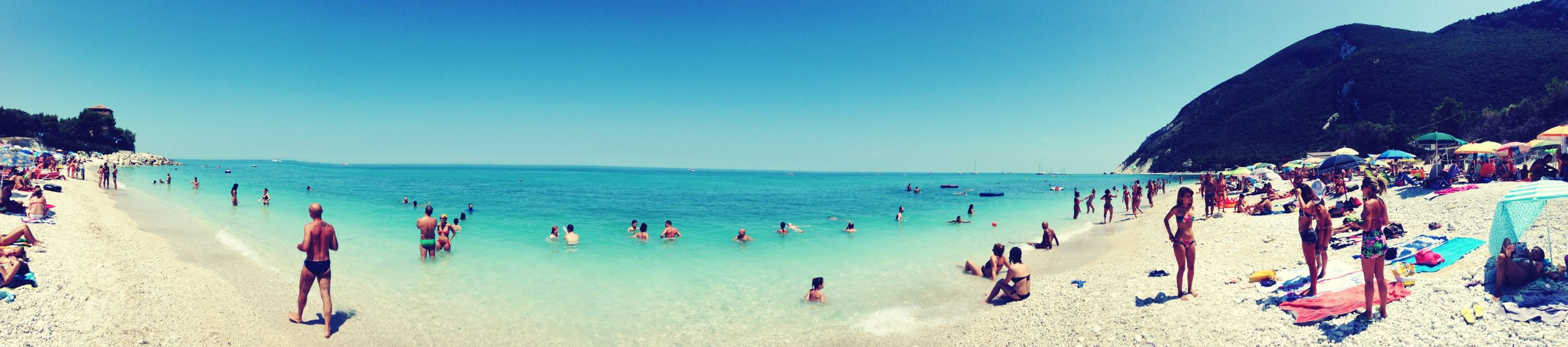 large group of people, sea, beach, water, clear sky, horizon over water, leisure activity, shore, vacations, person, blue, lifestyles, copy space, enjoyment, mixed age range, men, crowd, sand, summer