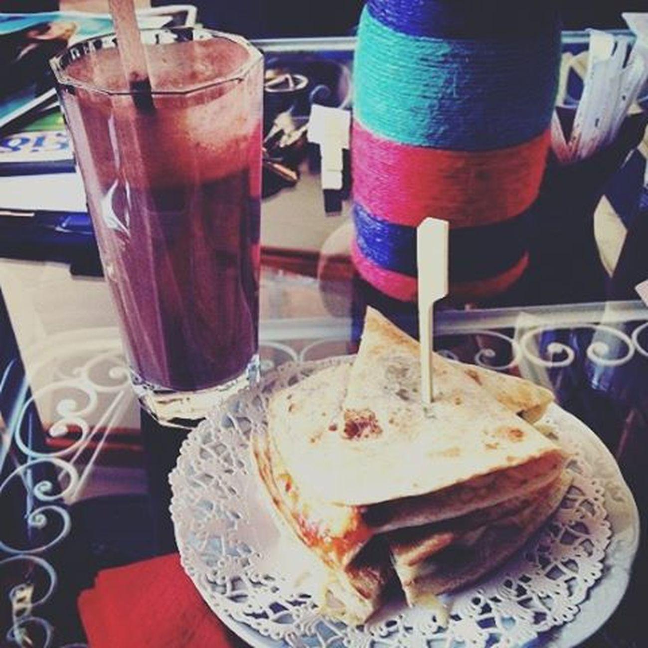 """Με περίμενε στο """"τραπέζι της Ματίλντας"""" για το happy nameday μου.🎈 Blepapagaloss Home μεταξουργείο Namedaytoday ταμωραμουμεταϊζουνε ποσοσασαγαπαω νελλη πετρο μικα τζενη ιλιανα αννα γιωργο αλεξανδρε ειστεταπιοερωρευσιμαμογγολασεολητηνελλαδα αλήθεια τοεννοω μεσυγκινησατεπαλιοπαιδα ασταδιαλα 😚"""
