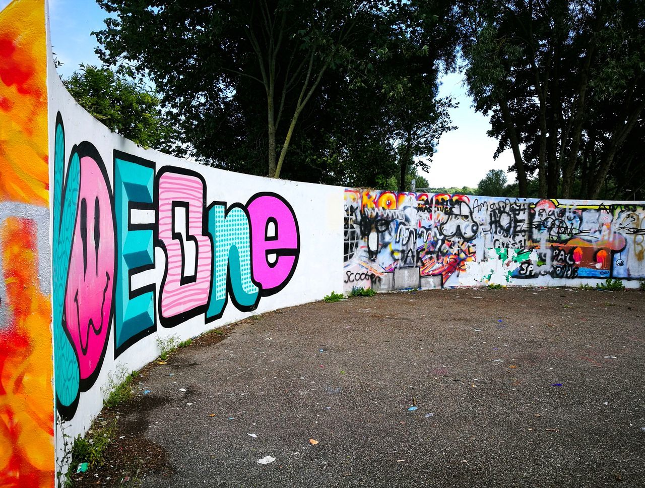 Graffiti No People Close-up Outdoors Day Urban Streetphotography Street Art Wadebridge Pink Pink And Blue Bright Colors Huaweiphotography Curve Wall Paint Writing On The Walls
