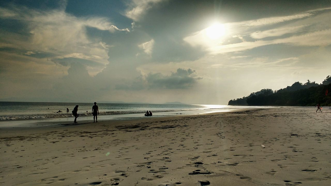 beach, sea, sand, sky, water, shore, nature, horizon over water, cloud - sky, beauty in nature, scenics, tranquility, real people, outdoors, wave, day, one person, people