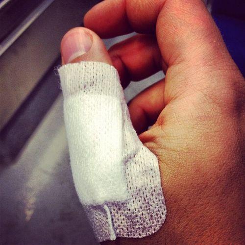Glas 1 : 0 Meine Hand. #notaufnahme Notaufnahme