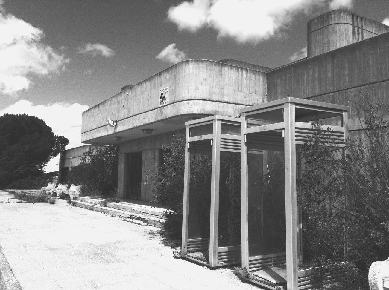 Sitios abandonados a los que siempre te sientes tentado a entrar! Alarcon Claridge Hotel Blackandwite