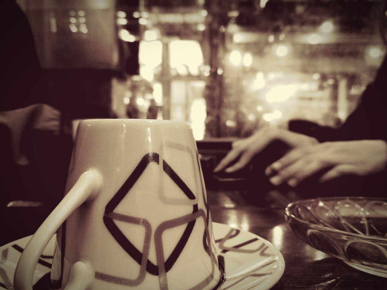 Soğuk günlerde en iyi şey dostlarla koyu bir kahve...Turkishcoffe Conversationwithfriend Bestfriendship Fortune Telling Thebestthing Hotcoffe
