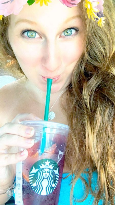 Eye color is on point 🙌🏻 Selfie ✌ Self Eyes Eye Catching Today's Hot Look Flowercrown  Snapchat Starbucks Sangria! Tea Drink Drinking Candid Redhead Hazel Eyes  Hanging Out Taking Photos Girl Enjoying Life Check This Out Hello World Pretty Babe Ootd Hi!
