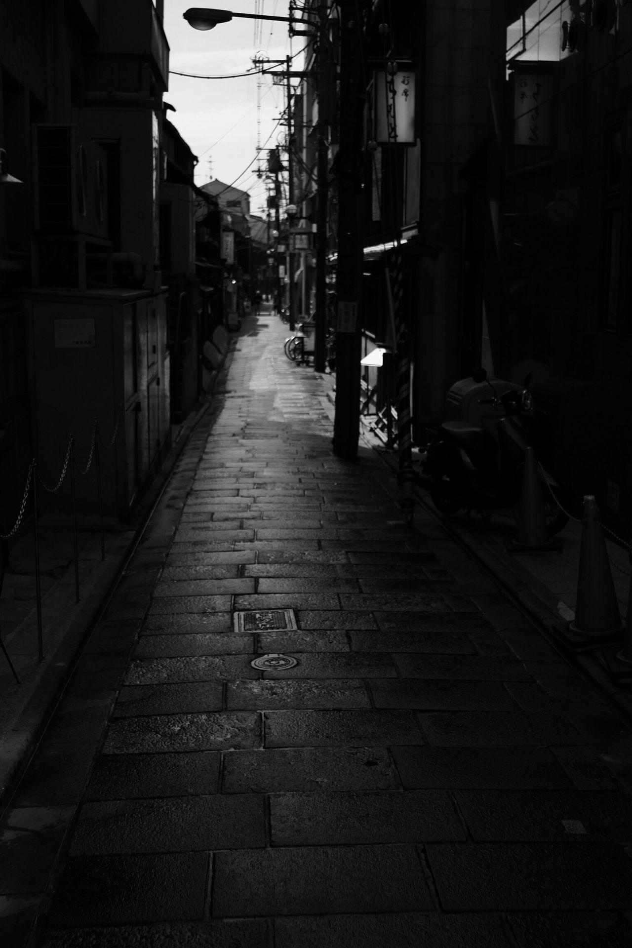 The Way Forward Architecture Street City Takumar Fujifilm Kyoto,japan Fujifilm X-Pro1 BW Collection Xpro1 Takumar 28mm F3.5 EyeEm Gallery Black & White Bw_collection Blackandwhite Black And White Kiyamachi