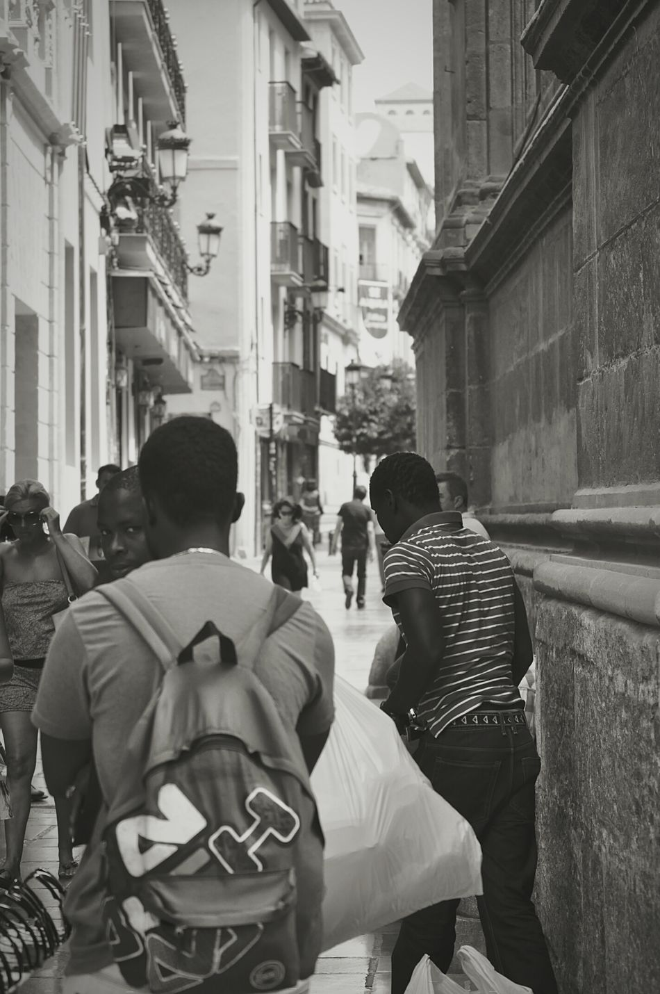 B&w Street Photography Street Workers Workersonduty Workers Migrant Workers Blackandwhite Photography AfricansImmigrants Streetlife BW_photography Hardlife