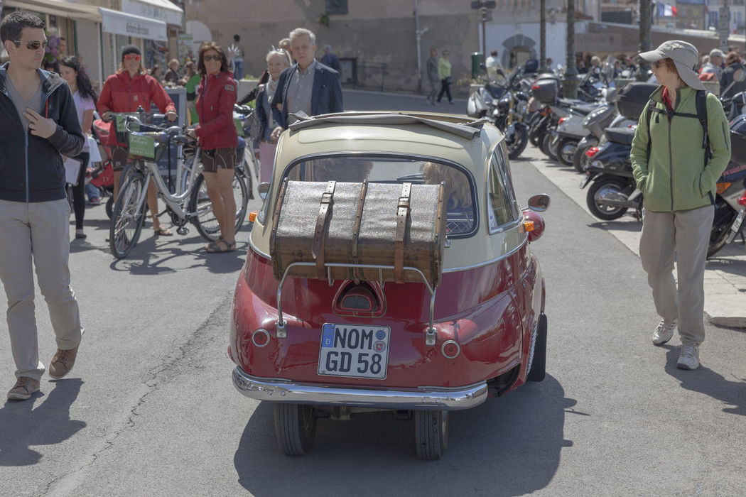Rear view of a german BMW Isetta 300 on the promenade of Saint-Tropez, France. This bubblecar was produced from 1956 – 1962. The maximum speed was 85 km/h (53 mph) and in Germany the Isetta could be driven with a motorcycle license. BMW Isetta Classic Car Driving German Isetta Isetta 300 Isetta BMW Rear View Retro Transportation Travel Vacations Bmw Bubble Car Bubblecar Car Collector's Car Germany Journey Luggage Oldtimer People Small Vintage Car Vintage Cars