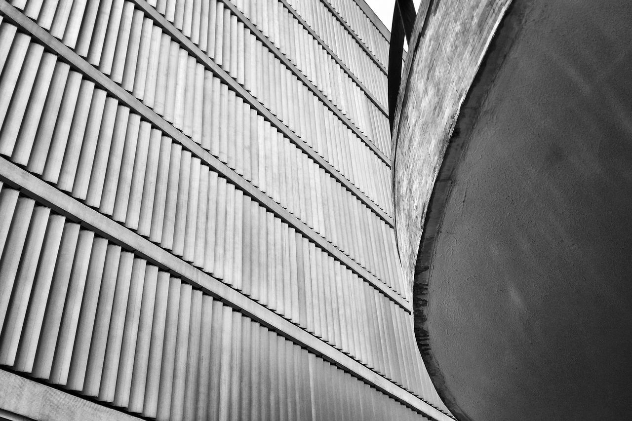 AMPt Community Eyeem Architecture Official Fotos Club🏠🏫🏰📷 Architecture Blackandwhite Photography Geometric Shapes Throw A Curve