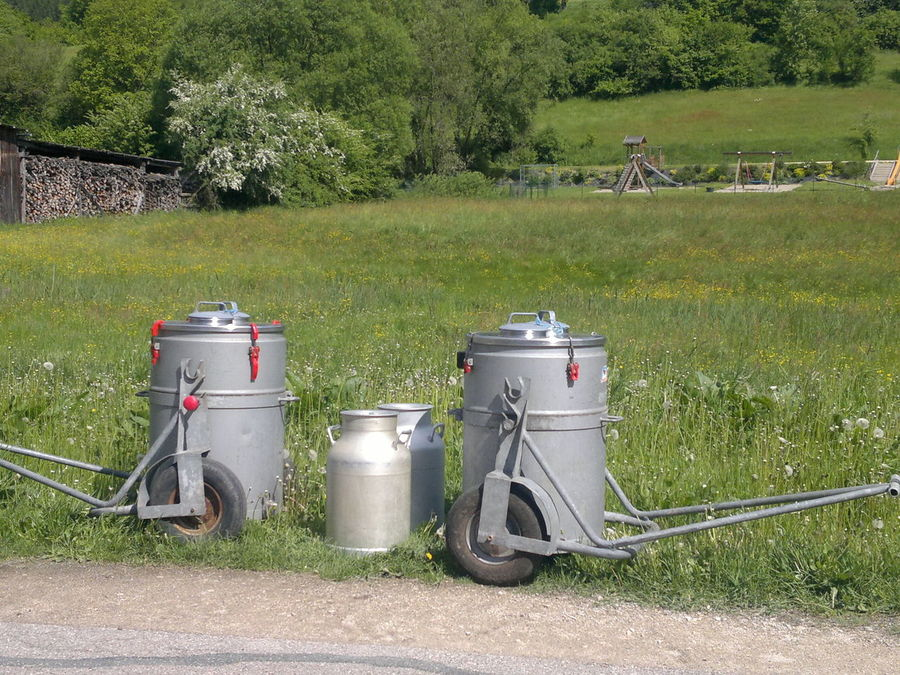 Bayern Dorf Dörflich Landschaft Milch Milchkannen Milk Milk Can Old