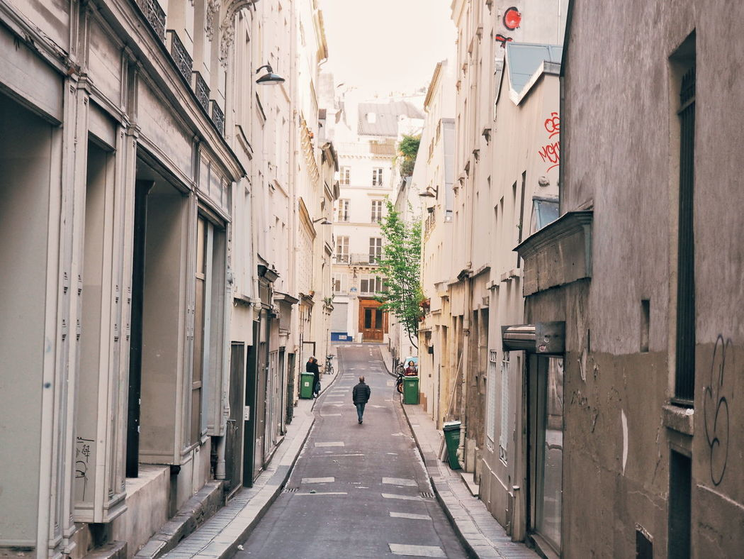 Architecture Built Structure The Way Forward Walking Day Building Exterior Men Real People Full Length City Outdoors People Adult Adults Only Walking Around Walking Around The City  Lonely Alleyway Quiet Moments Quiet Moment, Busy Place Paris Neighborhood Map Lost In The Landscape