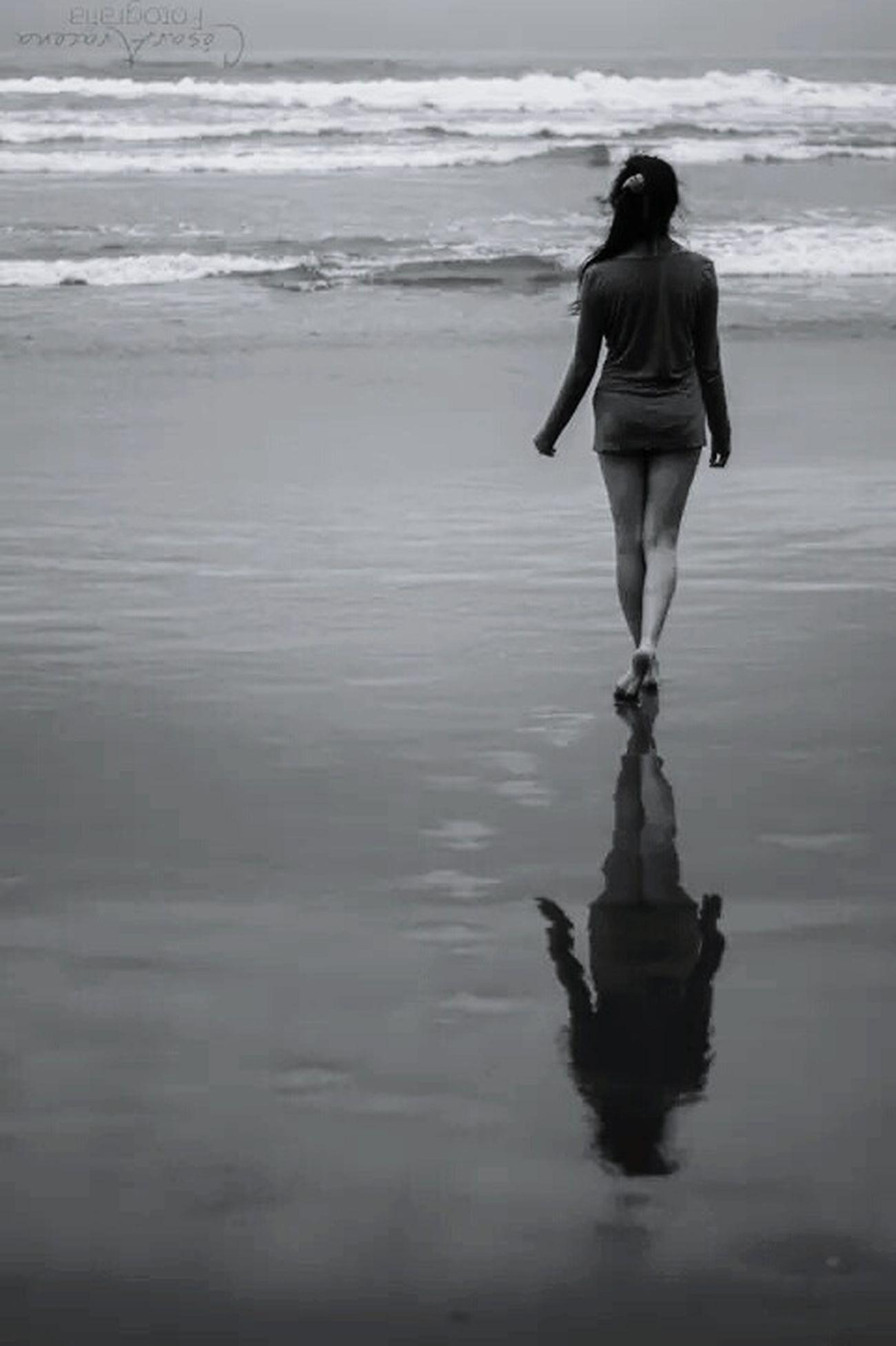 Walk away. Blackandwhite Summer Beach Şūr Chile Me Wonderful Photo
